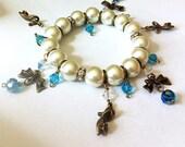 Glass pearl stretch bracelet with bows and princess shoes, charm bracelet, pearl bracelet, stretch bracelet, bridal jewelry, bow bracelet