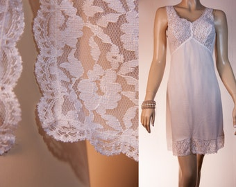 Adorable 'Triumph' silky soft ivory nylon and delicate sexy floral lace feature bodice detail 1970's vintage full slip petticoat - 2621