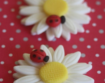 12 fondant cupcake toppers--ladybugs on a daisy