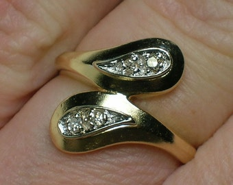 Retro Diamond Ring, Mod era Bypass, En Passant. 14K Yellow & White Gold, 1960s 1970s. Size 4 3/4
