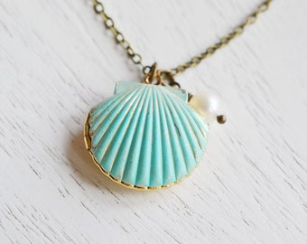 shell locket necklace, scallop shell pendant, patina mermaid locket, pearl necklace, keepsake, nautical shell locket, sea shell locket