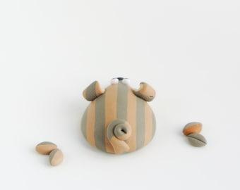 Mouse brooch - Fun animal jewelry - Grey beige stripes