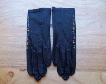 Vintage black leather gloves lined with embroidered flowers made in France