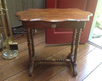 Engish vintage turned legs side table