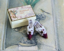 Miniature shoes - Marie-Antoinette - purple silk with white lace