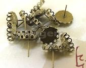 10Pairs  20pcs Superb Bronze Filigree Sawtooth Pad Ear Base Charm Cabochon Setting Circle Fitting Earring Stud Base Fit 12mm Cabochon o