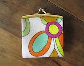 Coin Purse Vintage 60s 1960s change purse mod flower power floral fabric kiss lock tiny purse Mad Men Megan Sally Draper Anthro Style