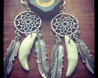 A Wolfs Dream-dreamcatcher earrings with coyote teeth