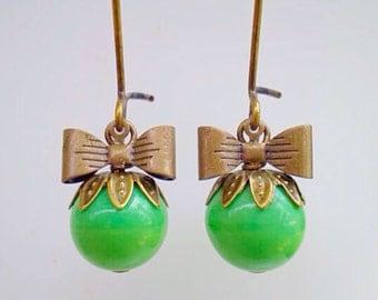 Apple Green Czech Glass Sweet Pea Earrings/Green Earrings/Bow Earrings/Czech Glass Earrings