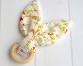 SALE * Natural Wooden Teething Ring Soother in 'The Sweetest Thing Birds' fabric and Unbleached Bamboo Terry....A gift idea from Cwtch Bugs