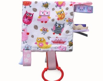 Taggy Snuggly MINI TAG TOY Blanket  . Baby Comforter . Girls Baby Shower / Christmas Gift - Pink Hoot Owls .