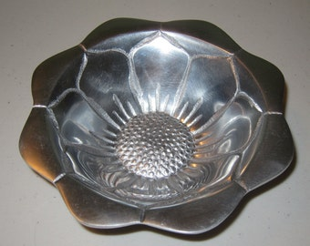 Aluminum Sunflower Dish by IHI Made in India