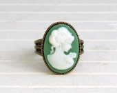 Green Cameo Ring .. small ring, green ring