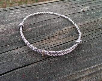 Wire bracelet in fine silver