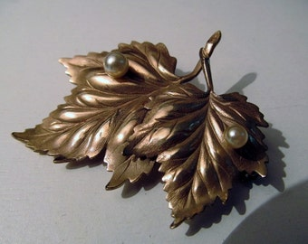 Vtg GF leaf and pearl pin