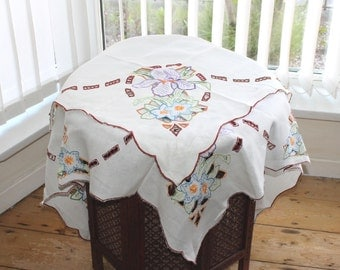 Vintage cream linen cutwork floral embroidered tablecloth