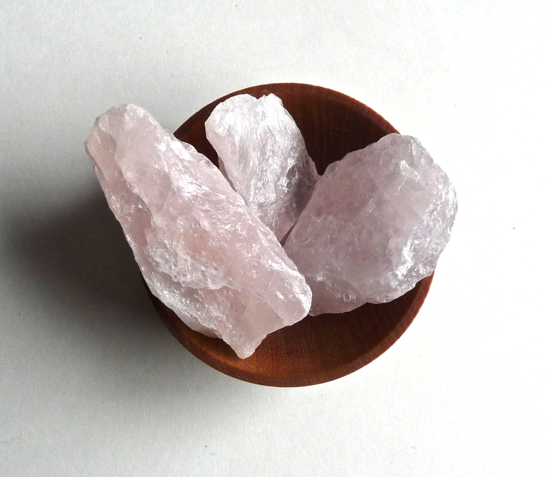 stones RAW ROSE QUARTZ 5 rose quartz crystals