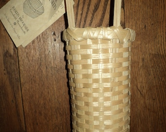 Vintage Authentic Shaker Basket, Hand made made from New England Ash Tree Wood in Mint Condition with tag still with basket