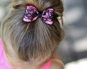 Light pink bow with black lace