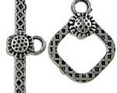 10 antique silver toggle clasps - diamond sunflower pattern - 15mm x 19mm