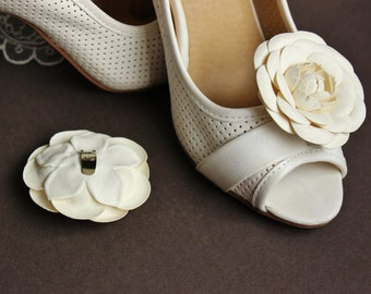 White wedding shoe clips, leather flower shoe clips, bridal shoe clips, shoe brooch, winter bride