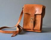 Vintage hand bag purse cognac saddle bag leather fashion accessories 70s