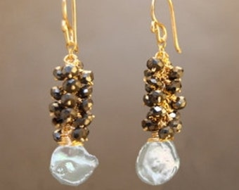 Clusters of black spinel and ivory keshi pearls Princess 211