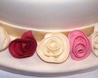 12 Edible ROSES  rolled roses / gum paste / fondant /Cake decoration / Edible flower / sugar flower / wedding cake decoration / cake topper