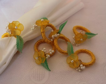Set of 6 Napkin Rings With Yellow Flowers