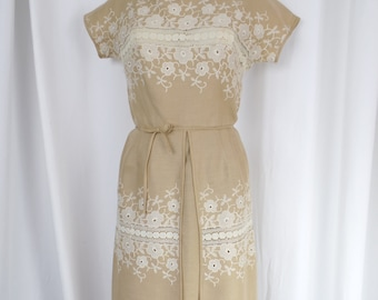 60s vintage tan linen apron dress with ivory embroidery& crochet lace/ Pat Premo design/ Moygasnel Irish Linen: fits size 6-8