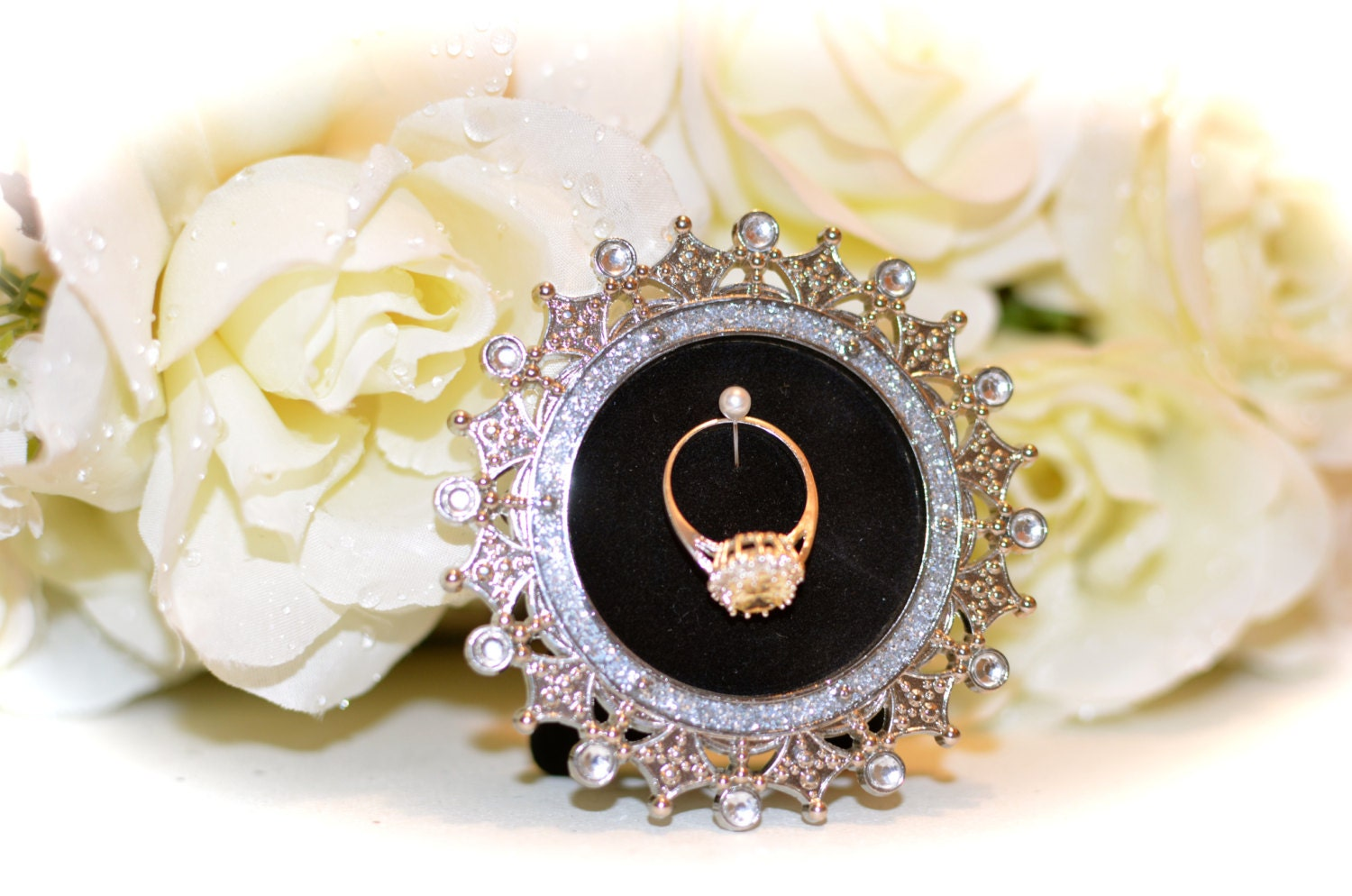 Round Engagement Amp Wedding Ring Picture Frame Ring