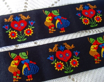 vintage embroidered trim Dutch kissing couple Tyrolean hearts flowers birds