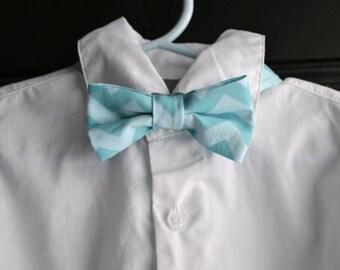 Childs bowtie - Aqua chevron bowtie, aqua bowtie, turquoise bowtie, baby bowtie, toddler bowtie, little boy bowtie, blue bowtie, spring tie