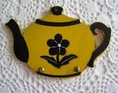 Yellow & Black Wooden Teapot Potholder Hook, Wall Hanging, Display Rack, Retro Kitchen