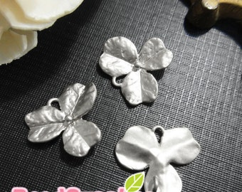 CH-ME-09286 - Matted silver plated, 3 petal textured orchid leaf, 4 pcs
