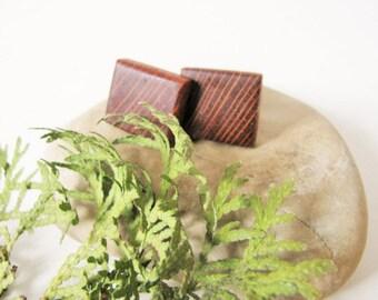 Lace wood cuff links.
