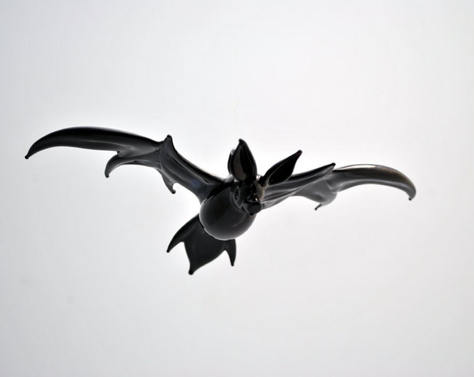 e36-206 Large Bat in Flight