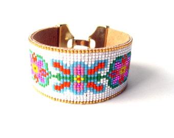 Floral bead loom friendship bracelet - bead loom bracelet, seed bead bracelet, friendship bracelet, boho bracelet, festival jewelry