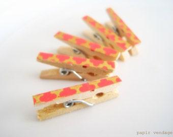 Coral & Gold Decorative Clips, Summer Wedding Favor, 5 Coral Mini Clothespins, Coral Wedding favor, Card Making Embellishment