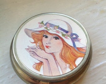 1970s illustrated Lady's Pill Compact