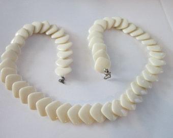 Vintage Retro Cream Thermoset 23 inch Necklace