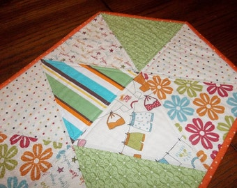 SALE - Lucy's Sunny Crab Shack – Table Runner
