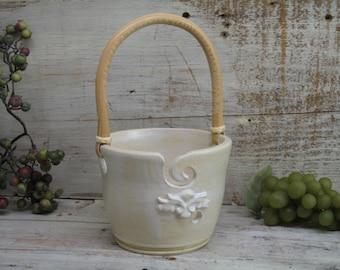 Cream Yarn bowl - Knitting bowl - yarn Holder with handle - Handmade Pottery by Heidi
