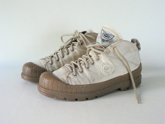mens size10 5 vintage high top canvas tennis shoes by