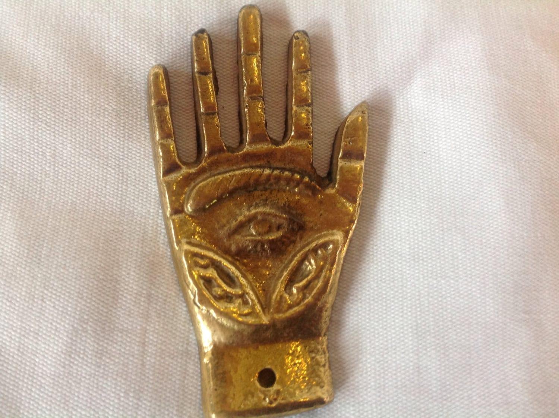 egyptian hand with eye