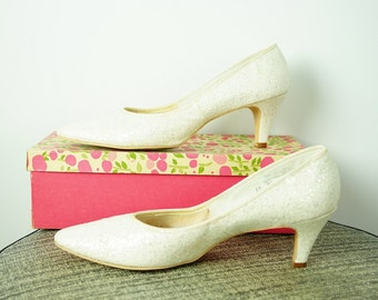 Vintage 1960s RARE Smartaire WEDDING Shoes White GLITTER Kitten Heel Size 10