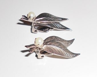 vintage leaf earrings 1950s clip on earrings leaves and pearls silver tone metal retro jewelry