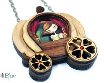 Cinderella necklace. / Collar Cenicienta. Natural wood and paper diorama 3D.