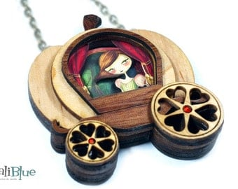 Cinderella necklace. / Collar Cenicienta. Natural wood and paper diorama 3D.