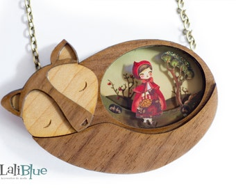 The Little Red Riding Hood. Necklace. / Collar Caperucita roja. Natural Wood and diorama